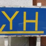 宇和島ユースホステルを示す道標の画像