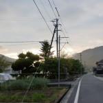 三島小学校前の車道(鬼北町)の画像