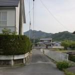 虎丸山登山口(別所新宮池コース登山口)手前の道路が極端に狭くなるところの画像