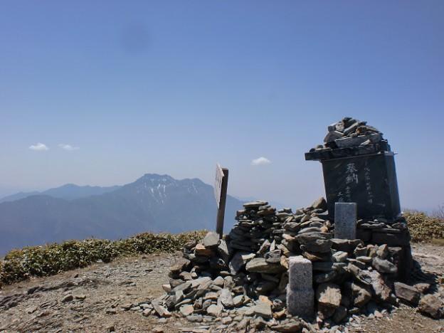 瓶ヶ森山頂から見る石鎚山の画像