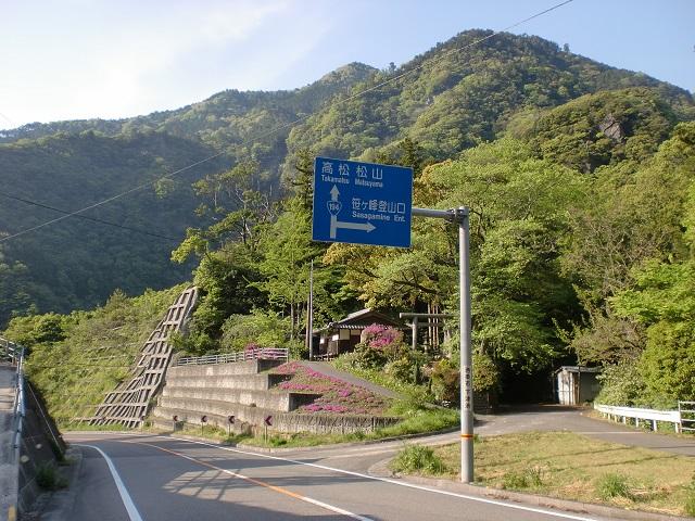 国道194号線から笹ヶ峰林道(笹ヶ峰登山口)に入るT字路の画像