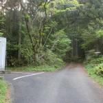 堂ヶ森の保井野登山口のトイレと流し台の画像