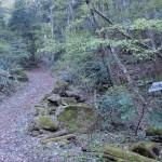 唐岬ノ滝遊歩道にある石墨山登山道入口(白猪峠登山道入口)の画像