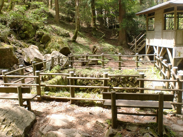 皿ヶ嶺の登山口 上林森林公園のキャンプ場と風穴へのアクセス