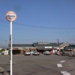 JR三津浜駅と伊予鉄バスの三津浜駅前バス停の画像
