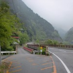遠登志渓谷入口前の県道47号線に架かる新仙雲橋の画像