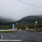 林道高野線の入口手前の高速道路を越えるところの画像