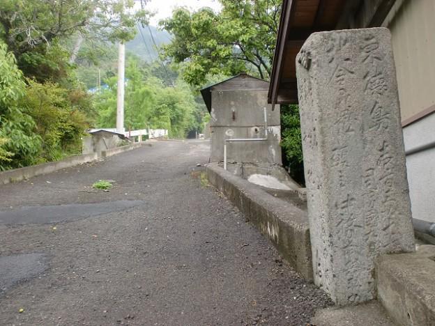 箸蔵街道の登り口(箸蔵駅側)の画像