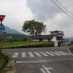 春光寺の先で県道202号線に出合うT字路の画像