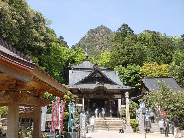 大窪寺(第八十八番札所)の本堂から見る女体山の画像