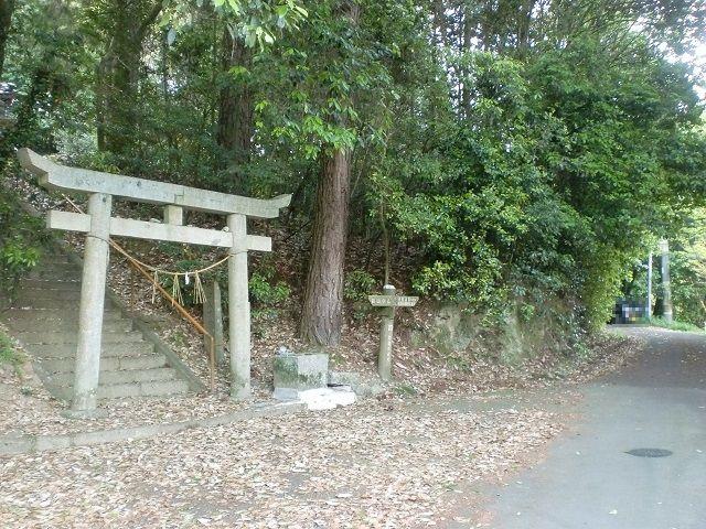 来栖神社(女体山登山口)