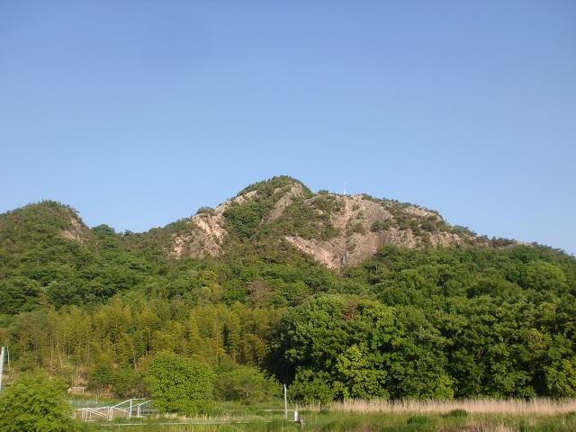三木町の総合運動公園から見る嶽山