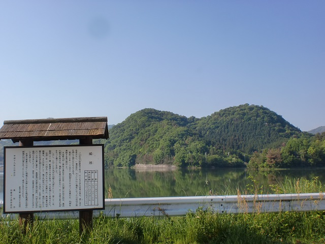 城池から見る二子山(公渕森林公園)