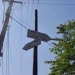 大森神社前の分岐に立てられた道標