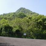 雨滝山登山口に行く途中の高速道路に突き当たるところ