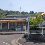 JRオレンジタウン駅(JR高徳線)とオレンジタウン駅バス停の画像