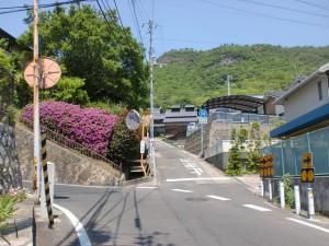 屋島小学校の上にある屋島の南嶺登山口への入口(県道14号線入口)