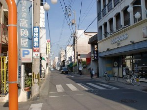 仏生山駅前の商店街