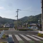 琴電の岡本駅からの道が国道32号線に出合う所