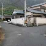 内間バス停から鷲峰寺に行く途中のT字路