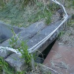 石船側の鷲ノ山登山道入口にある石の橋