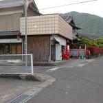 中通バス停そばにあるお店屋さん手前の脇道に入る個所