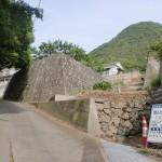 飯野山の飯山町登山口側の登山道入口