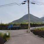 川津バス停から黒岩天満宮に行く途中の池にぶつかるT字路地点