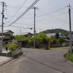 川津バス停から黒岩天満宮に行く途中の池にぶつかるT字路地点の先の分岐
