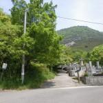 五色台の国分登山口手前にある墓地(東奥広原墓地)