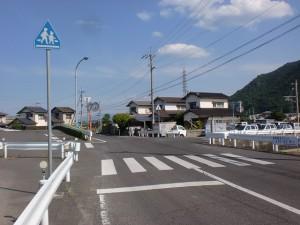 JR海岸寺駅東側の踏切前