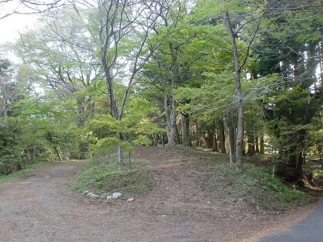 高縄寺本堂上のテントを張る場所の画像