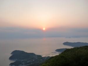 紫雲出山山頂展望台から見る夕日