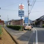 菅田下町バス停そばの脇道に入るところ