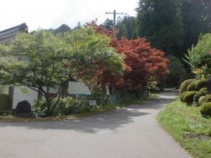 経ヶ岳登山口(仲仙寺境内の考古資料館横)