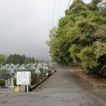 鶴見霊園の敷地を通る鶴乃湯に向かう車道