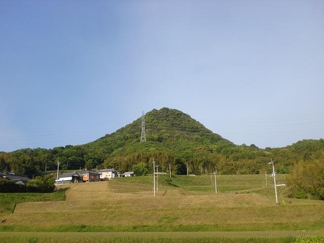 山角地区からみる高鉢山(綾川町)