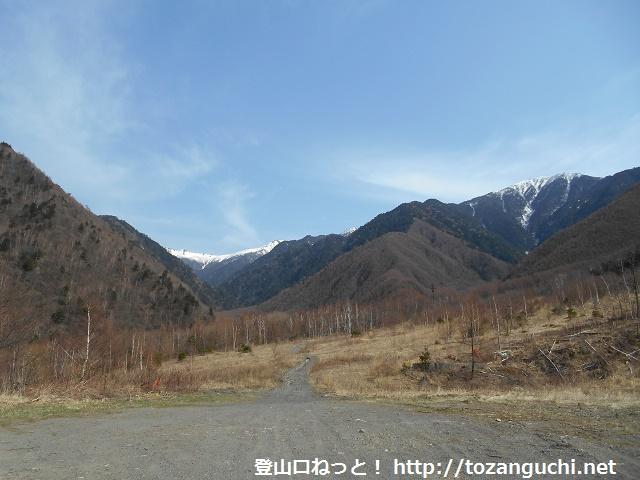 木曽駒ヶ岳の福島Bコースの登山道入口となるコガラ登山口から見る中央アルプスの山並み