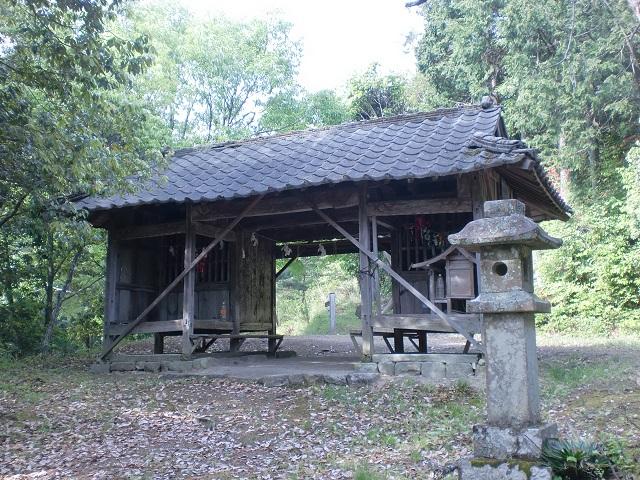大川山の登山口 随神門と大川山キャンプ場にアクセスする方法