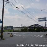JR四辻駅前のT字路