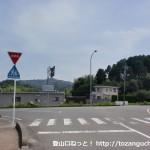 JR四辻駅前の300mほど南側のT字路
