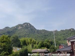 大日古墳の近くから見る西目山
