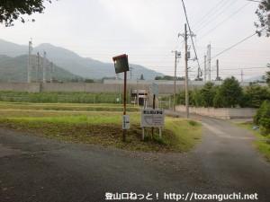 矢筈ヶ岳(防府)の登山口に行く途中の新幹線高架手前の分岐