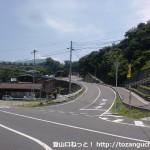 上関バス停前のT字路