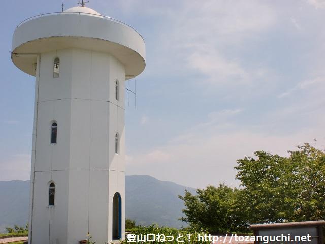 上盛山山頂の灯台型展望台(上関町)