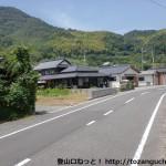 県道72号線沿いの報恩寺への入口T字路