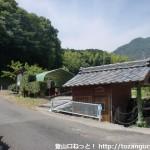柳井港駅から愛宕神社跡参道入口に行く途中にある水車小屋の休憩所
