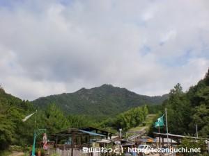 阿品の集落から見る弥山(岩国市)
