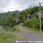 県道59号線と弥山山頂への林道の分岐