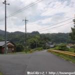 欽明路駅から春日神社に行く途中の高速道路をくぐった先のT字路
